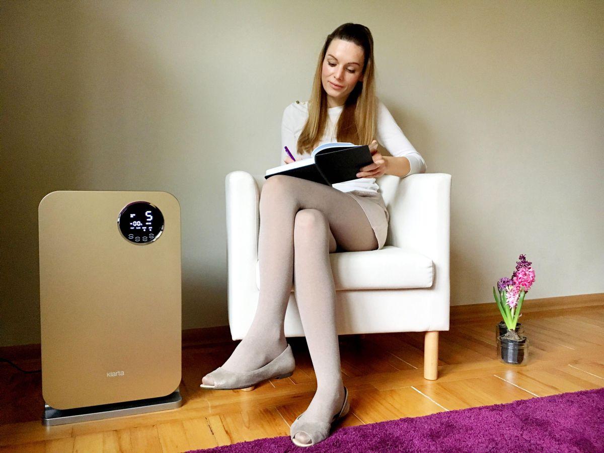 Oczyszczacz powietrza Klarta Forste Gold w domu